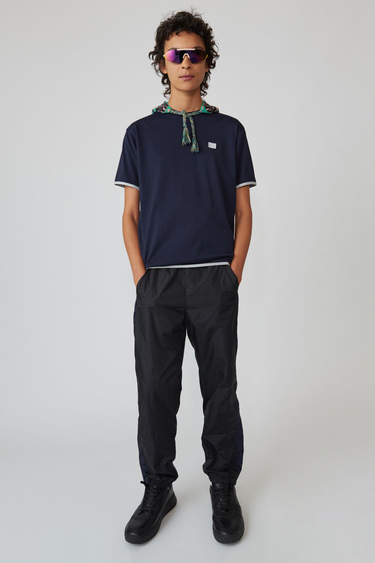 Acne Studios - T-Shirt in Kontrastoptik Marineblau - 1
