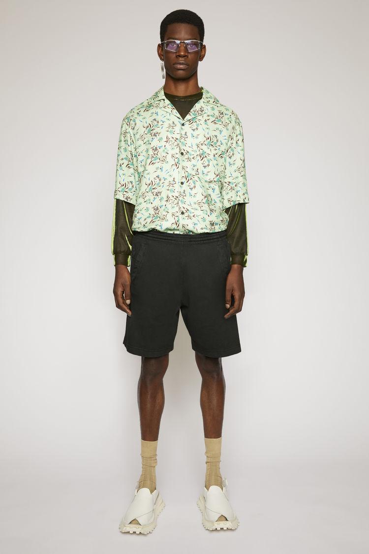 아크네 스튜디오 반바지 Acne Studios Reversed-logo shorts black