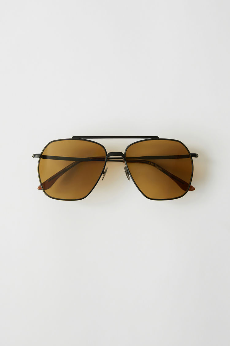 아크네 스튜디오 Acne Studios Metal frame sunglasses black satin/brown