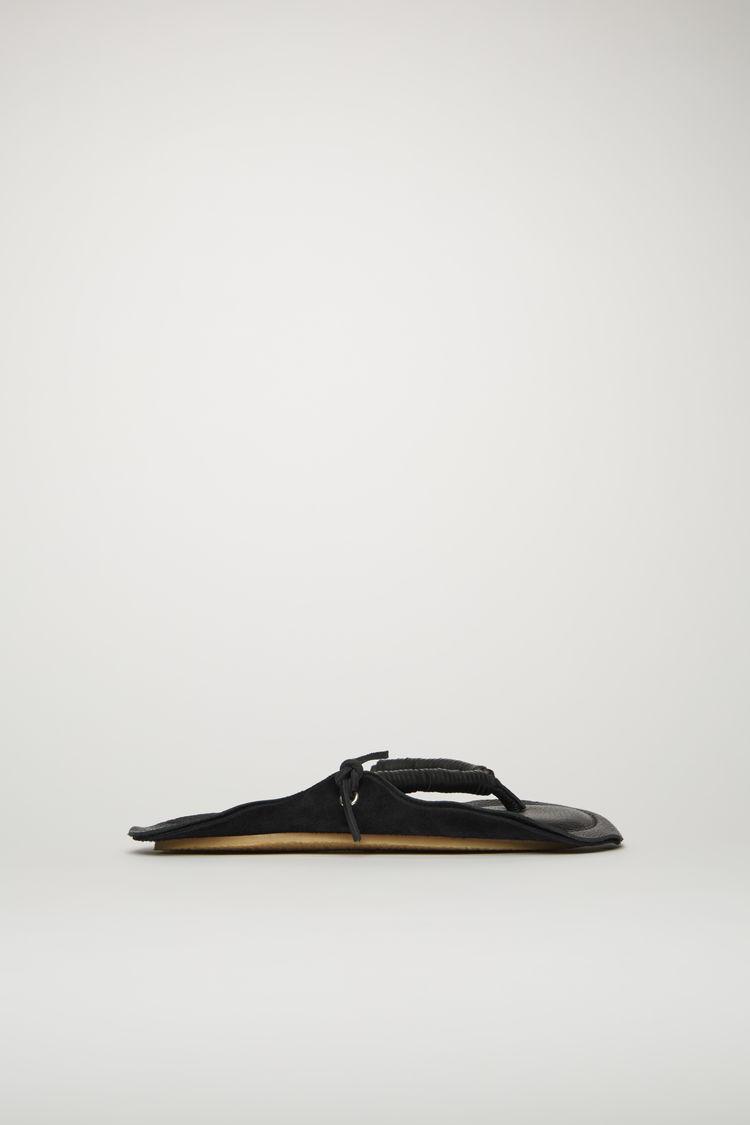 아크네 스튜디오 Acne Studios Leather flip-flop sandals black