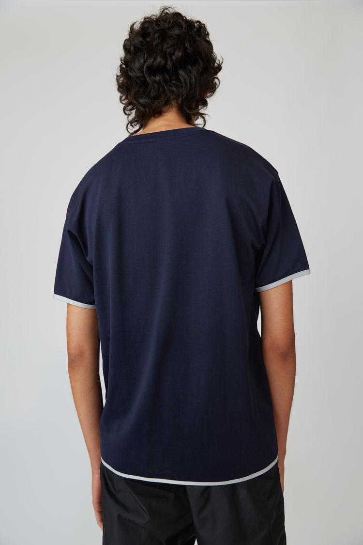 Acne Studios - T-Shirt in Kontrastoptik Marineblau - 3