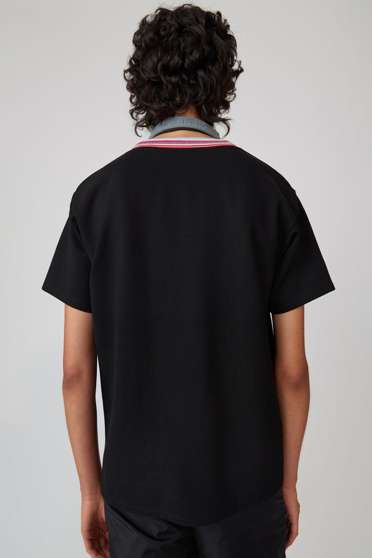 Acne Studios - T-Shirt mit gestreiftem Halsausschnitt Schwarz - 3