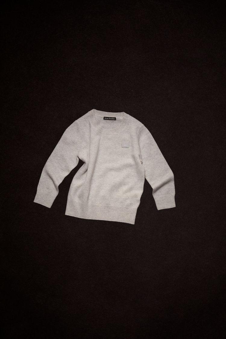 아크네 스튜디오 아동 스웨터 페이스 로고 Acne Studios Mini face-patch sweater light grey melange