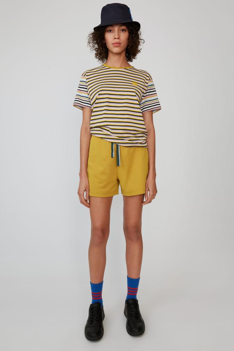 아크네 스튜디오 반바지 Acne Studios Relaxed fit short amber yellow