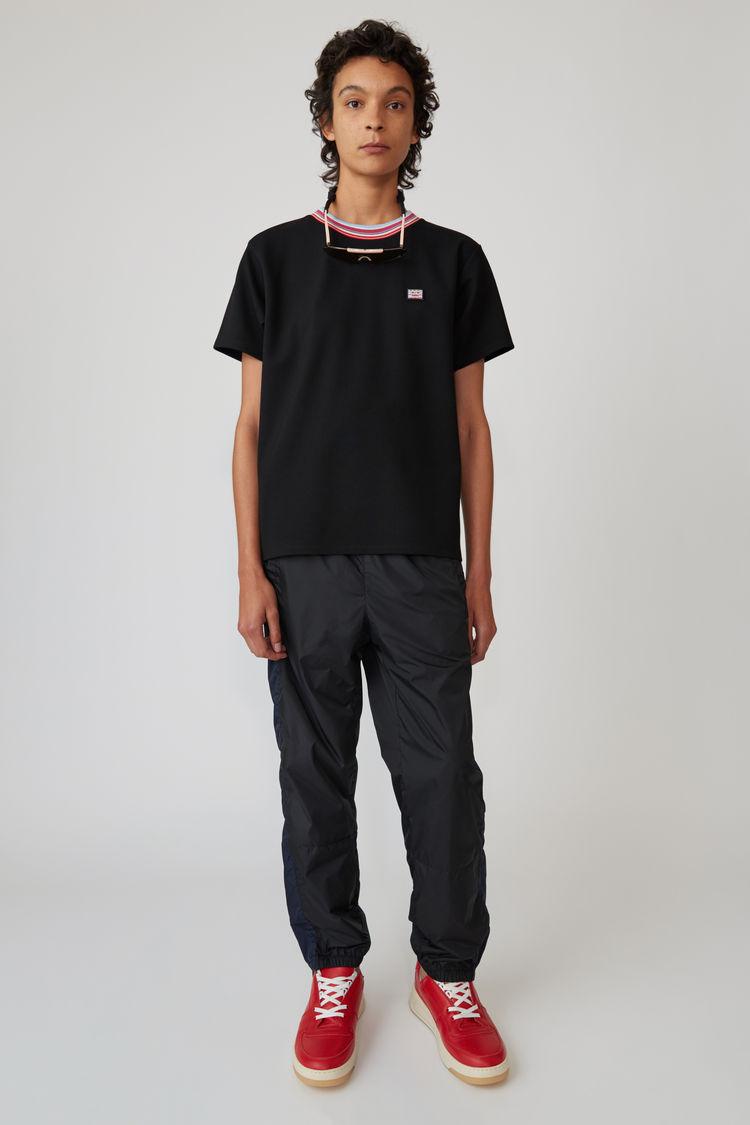 Acne Studios - T-Shirt mit gestreiftem Halsausschnitt Schwarz - 1
