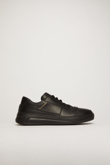 Acne Studios Perey Lace Up black/black are sneakers with contrasting linings and front lace closures.