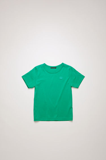Acne Studios Mini Nash Face emerald green t-shirt is shaped with a crew neck and short sleeves and finished with a tonal face-embroidered patch on the chest.