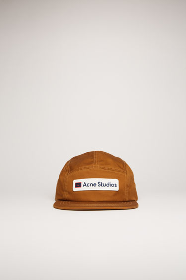 Acne Studios chestnut brown cap is crafted from cotton to a five-panel shape with a flat brim and accented with a twill logo patch on the front.