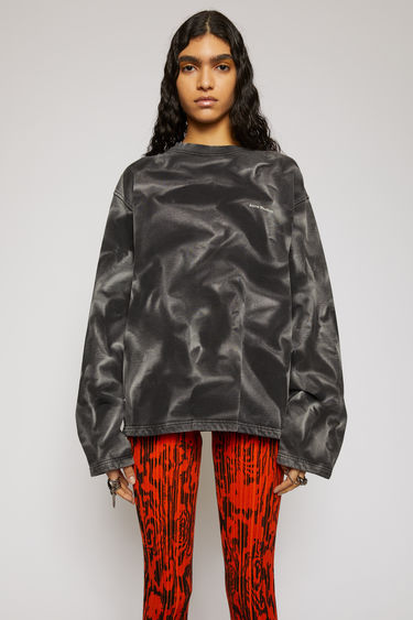 Acne Studios black sweatshirt is made from organic cotton and features a contrasting tie-dye design and a raised logo across the chest. It's cut for an oversized fit and has dropped shoulders and slightly flared sleeves. The pattern and colour of this item may slightly differ from the images shown.
