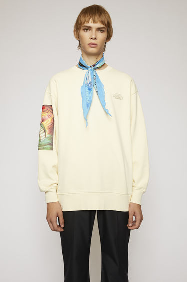 Acne Studios launches an exclusive capsule with Monster in My PocketⓇ. As part of the collaboration, this champagne beige sweatshirt is made from brushed jersey and features a Triton print on the right sleeve.