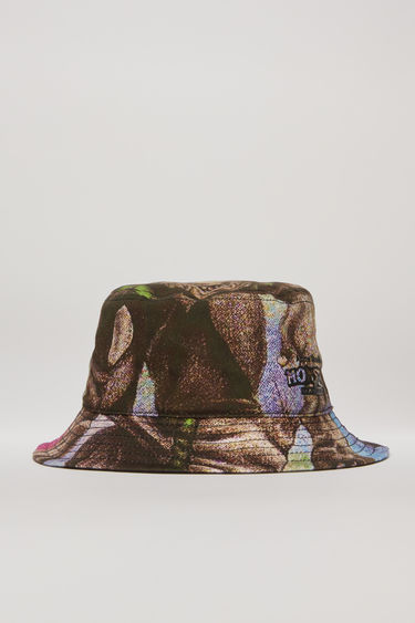 Acne Studios launches an exclusive capsule with Monster in My PocketⓇ. As part of the collaboration, this multi pink bucket hat is crafted from cotton-canvas and features a print of a zombie. It's shaped with a flat-topped crown and a quilted brim.
