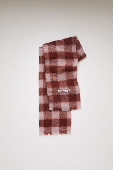 Acne Studios pink/brick red scarf is spun from a blend of alpaca, wool and mohair yarns in a relaxed long-length silhouette that drapes through the body. It's finished with a soft, brushed texture and a logo patch above the fringed edges.