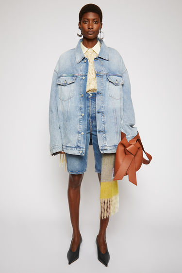 Acne Studios light blue unisex denim jacket is crafted with rigid denim and detailed with chest flat pockets and logo-embossed buttons.This style is designed for an oversized fit.
