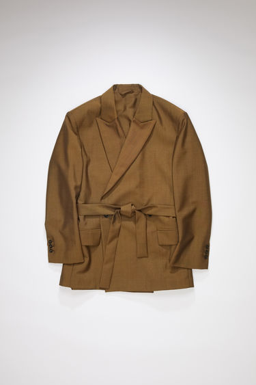 Acne Studios cinnamon brown suit jacket is cut from lightweight wool and mohair-blend to a double-breasted silhouette and features peak lapels, dropped shoulders and a waist belt.