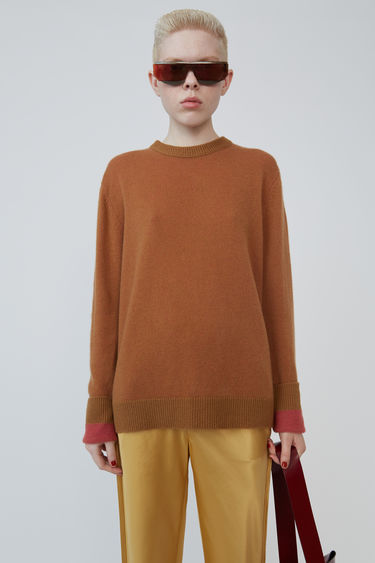 Acne Studios Kassio Cashmere brown/pink sweater features a two-tone colour effect. This style is based on unisex sizing.