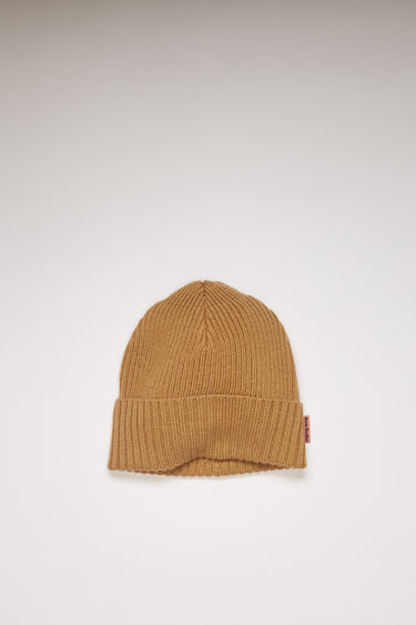 Acne Studios hazel beige beanie is knitted from a blend of melange wool yarns in a chunky ribbed pattern and neatly framed with a turn-up brim.