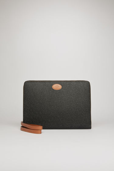 Acne Studios launches a collection of bags and accessories with Mulberry. Secured with a gold-tone zip, the Computer case is accented with co-branded leather zip pullers and a tree logo patch.