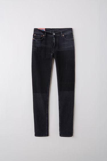 Acne Studios Blå Konst North black patch are skinny fit, 5-pocket jeans with a regular length and mid waist.