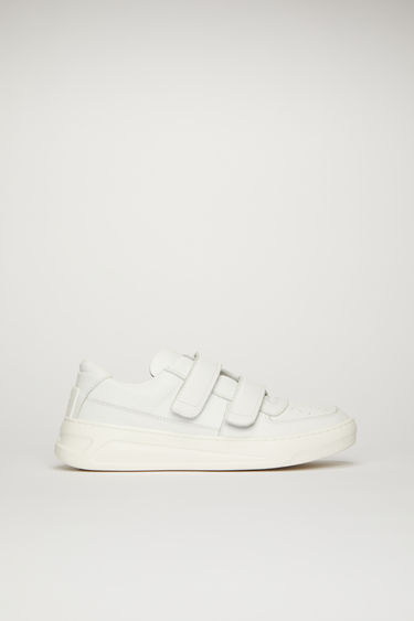 Acne Studios Steffey white/optic white sneakers take design cues from 80's tennis shoes. They're crafted from calf leather to a low-top silhouette and hallmarked with a gold embossed logo on the side.