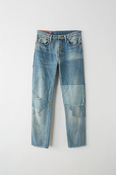 Acne Studios Blå Konst 1997 vintage patch are classic fit, 5-pocket jeans with a regular length and high waist.