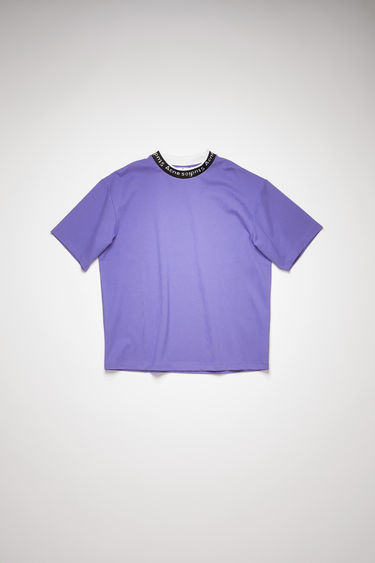 Acne Studios dusty purple t-shirt is crafted from technical interlock jersey to a relaxed silhouette with dropped sleeves and features the house logo woven along the neckline.