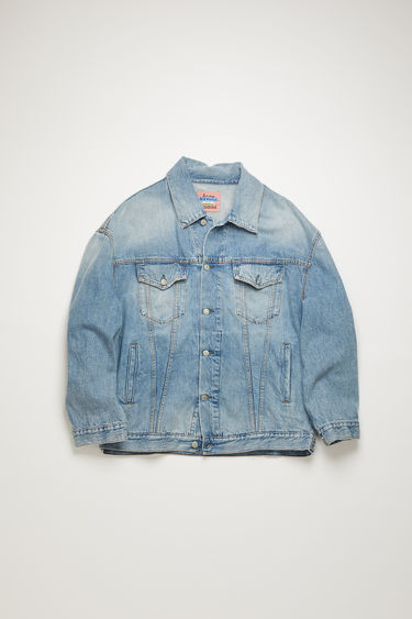 Acne Studios light blue denim jacket is crafted from rigid denim that's washed to give a worn-in appeal. It's crafted to an oversized silhouette with dropped shoulders and an extended hem, then fitted with an array of slip and patch pockets.