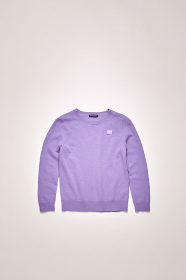 Acne Studios lavender purple sweater is finely knitted from wool and neatly finished ribbed trims and a tonal face patch.