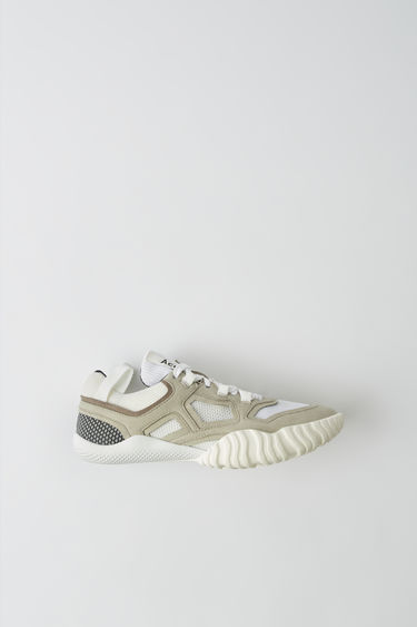 Acne Studios Berun W white/white are knitted sneakers with contrasting linings and front lace closures.