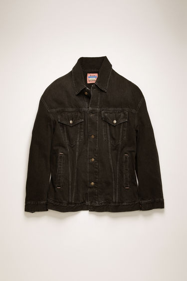 Acne Studios black denim jacket is crafted from rigid denim that's treated with a stone wash for a vintage appeal. It's crafted to an oversized silhouette with dropped shoulders and an extended hem, then fitted with an array of slip and patch pockets.