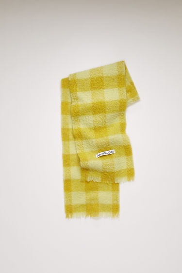Acne Studios soft yellow/sharp yellow scarf is spun from a blend of alpaca, wool and mohair yarns in a relaxed long-length silhouette that drapes through the body. It's finished with a soft, brushed texture and a logo patch above the fringed edges.