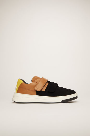 Acne Studios Perey Flocked black/brown/white sneakers are crafted from smooth calf leather and feature a contrasting flocked panel and a face motif on the back sole.