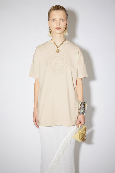 Acne Studios coconut white crew neck t-shirt is made of cotton and features an embroidered design.