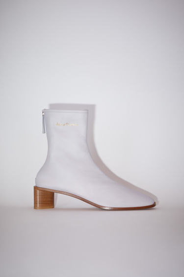 Acne Studios old pink/beige boots are crafted from soft grained leather to a snug sock-like fit and set on a tonal block heel. They're secured with a metal zip and accented gold stamped logo on the ankle.