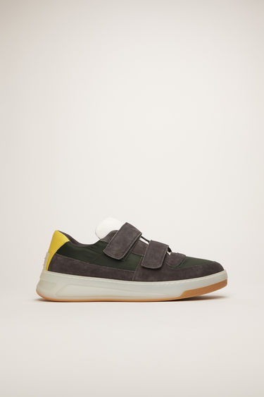 Acne Studios Perey Nylon green/grey/ice sneakers are crafted from a mix of nylon, suede and leather and fastened with velcro straps.