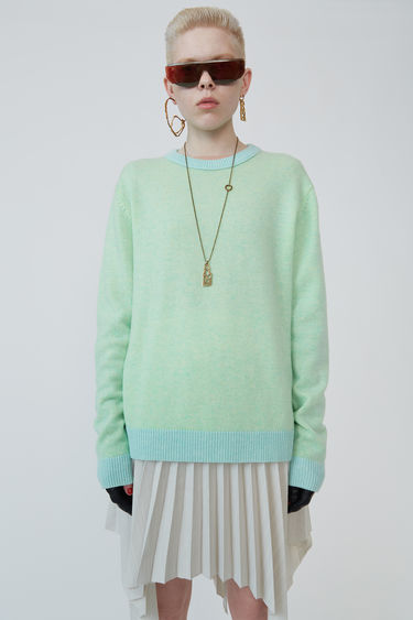 Acne Studios Kassio Cashmere green/yellow sweater features a two-tone colour effect. This style is based on unisex sizing.