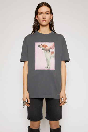 Acne Studios slate grey t-shirt is crafted from cotton jersey to a relaxed silhouette with dropped shoulders and adorned with a printed patch, featuring a prize dog created by Britsh artist Lydia Blakeley.