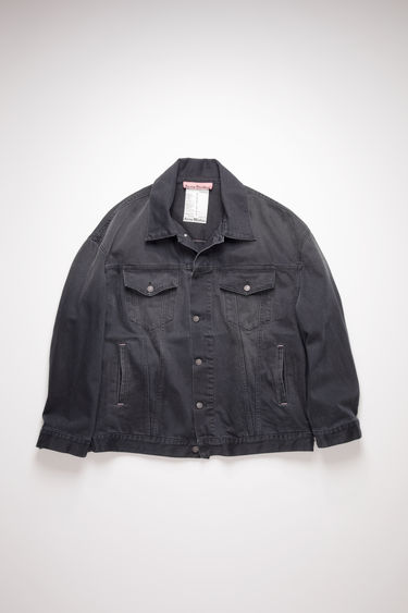 Acne Studios black denim jacket is crafted from rigid denim that's treated with a stone wash for a worn-in appeal. It's crafted to an oversized silhouette with dropped shoulders and an extended hem, then fitted with an array of slip and patch pockets.
