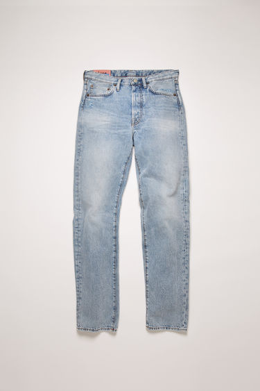 Acne Studios Blå Konst 1996 Light Blue Trash jeans are cut to sit high on the waist with a straight fit from the hips and finished with a classic five-pocket construction.