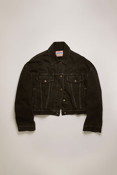 Acne Studios black denim jacket is treated stone wash to give a worn-in appeal. It's cut for a boxy fit with extended sleeves and dropped shoulders, then fitted with an array of slip and patch pockets.