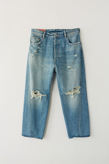 Acne Studios Blå Konst Brad Mid Ripped indigo are classic 5 pocket jeans with a worn look and cropped legs.