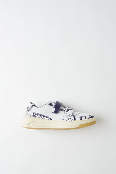 Acne Studios Steffey Map white/blue are sneakers with contrasting linings and velcro strap closures.