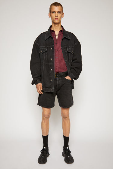 Acne Studios black shorts are crafted from rigid denim that's stonewashed for vintage appeal. It's shaped to a mid-rise silhouette with straight legs that cropped above the knees.