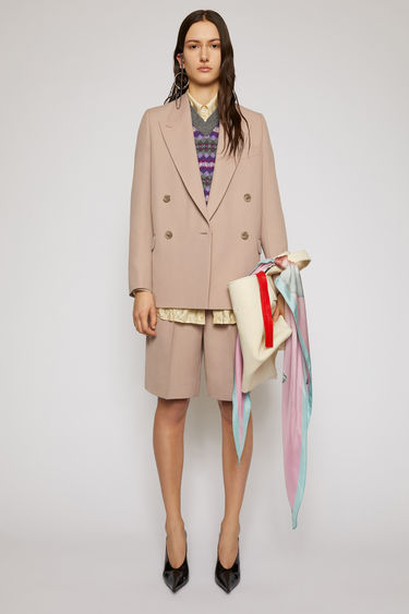 Acne Studios mauve purple suit jacket is crafted to a boxy silhouette from a wool-blend and has lightly padded shoulders, peak lapels and a double-breasted front.