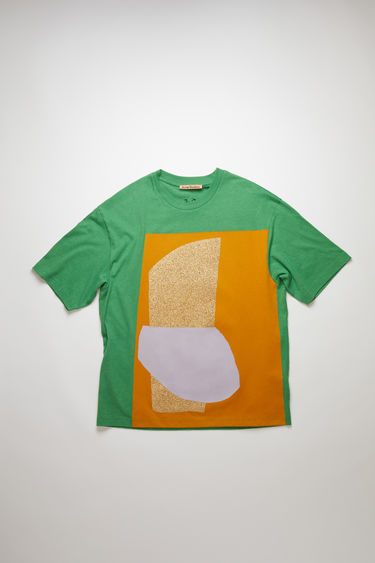 Acne Studios presents a series of unisex t-shirts, created in collaboration with artist Daniel Silver. This green t-shirt features an abstract collage that's assembled by hand, using fragments of metallic and glitter-coated fabrics. It's crafted to an oversized silhouette with a ribbed crew neckline and dropped shoulders.