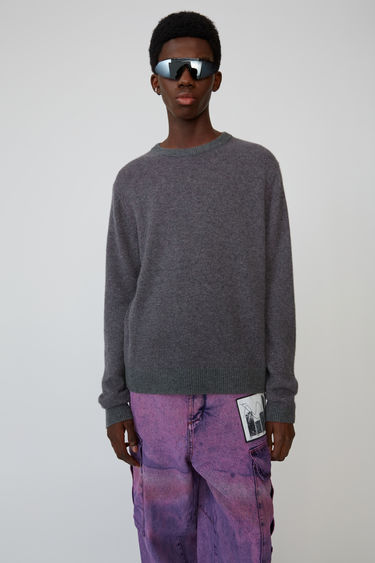 Acne Studios Kassio Cashmere grey/fuchsia sweater features a two-tone colour effect. This style is based on unisex sizing.