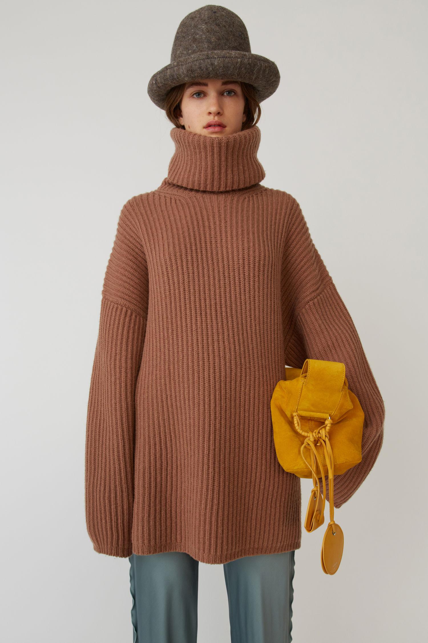ACNE STUDIOS Ribbed turtleneck sweater caramel brown