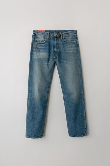 Acne Studios Blå Konst 2003 Mid Blue Trash jeans are cut to sit low on the waist and have a dropped inseam that sets a loose silhouette. They are finished with a classic five-pocket construction.