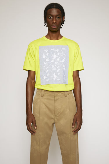 Acne Studios sharp yellow t-shirt is crafted from lightweight cotton jersey and intricate floral embroidery on the patch. It's purposefully finished with loose hanging threads for a subtle note of texture.