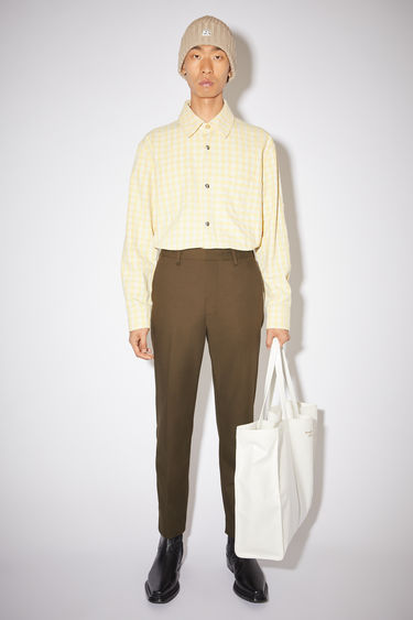 Acne Studios cedar green fitted chino trousers are made of a cotton blend.