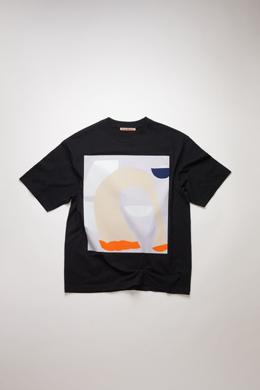 Acne Studios presents a series of unisex t-shirts, created in collaboration with artist Daniel Silver. This black t-shirt features an abstract collage that's assembled by hand, using fragments of metallic and glitter-coated fabrics. It's crafted to an oversized silhouette with a ribbed crew neckline and dropped shoulders.